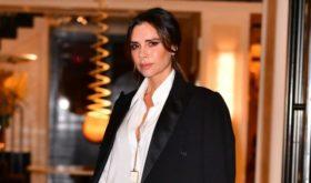 Виктория Бекхэм отвлекает внимание от морщин под глазами с помощью наращенных ресниц размера XXL