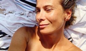 «Вы благородно стареете»: Юлия Высоцкая показала фото без макияжа